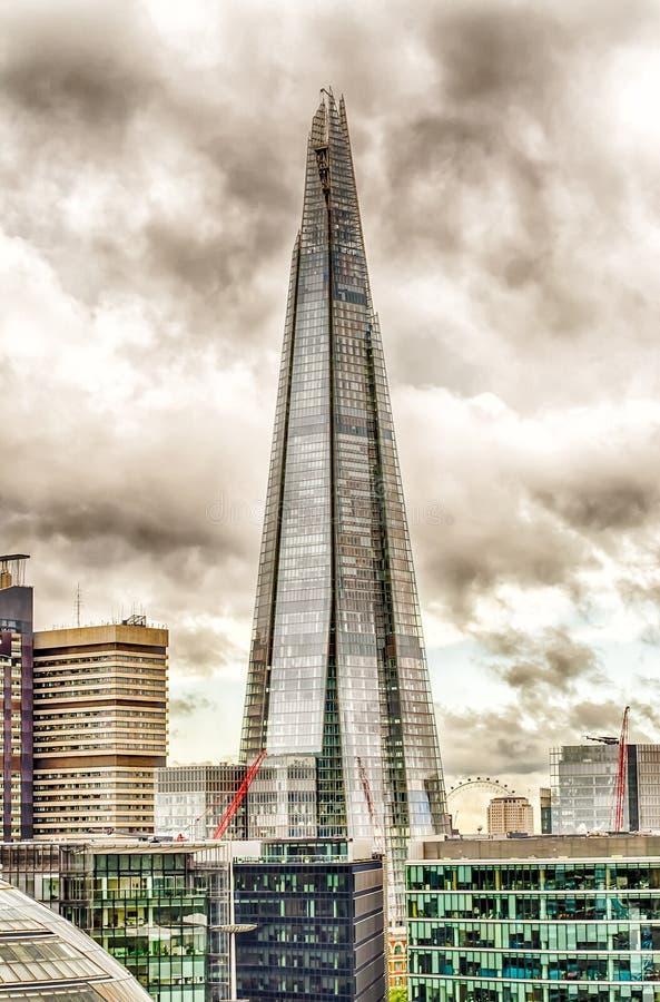 Мост Лондона черепка, иконический небоскреб в горизонте Лондона стоковые изображения rf