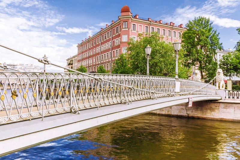 Мост льва в Санкт-Петербурге стоковые фото