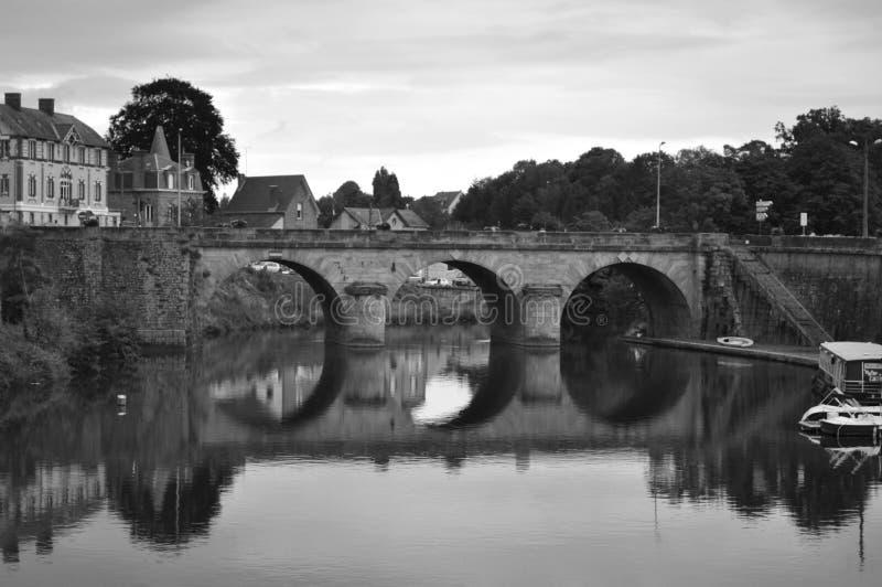 Мост Майенна и река, Франция стоковое изображение