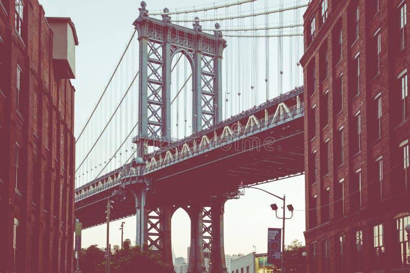 Мост Манхаттана увиденный от Dumbo, Бруклина, Нью-Йорка, США стоковые изображения rf