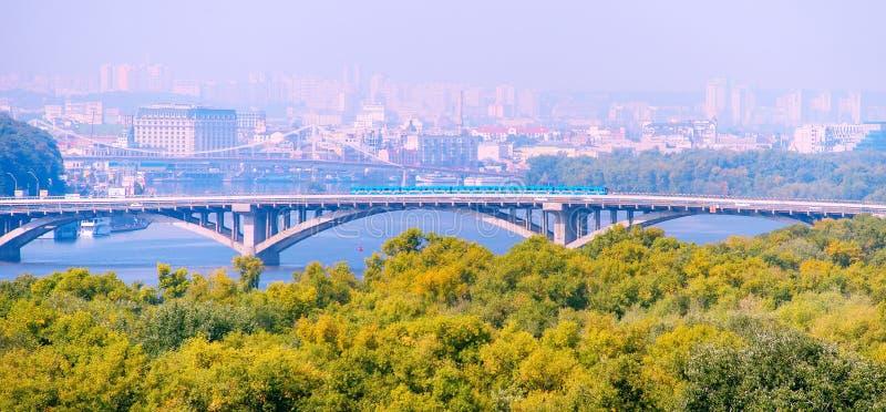 Мост метро Киев, Украин стоковое фото
