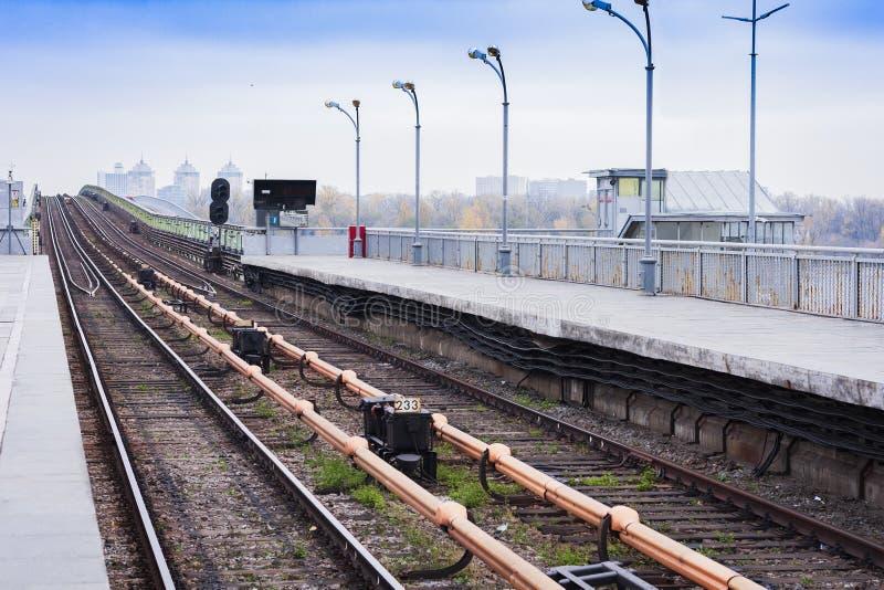 Мост метро метро над рекой Dnieper в Киеве, Украине стоковое фото