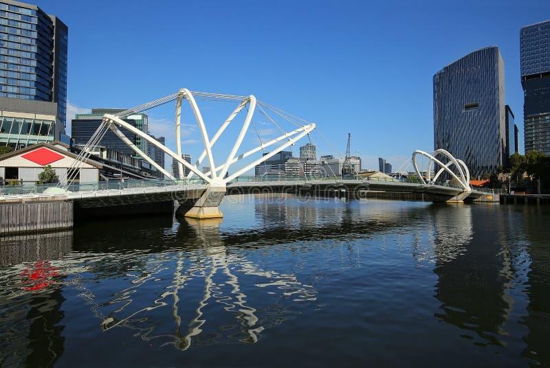 Мост моряков в городском Мельбурне, Австралии стоковое фото rf
