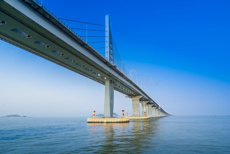 Мост над морем в Zhuhai Китае стоковые фотографии rf
