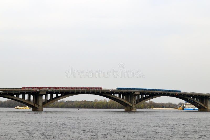Мост над рекой Dnieper стоковая фотография rf