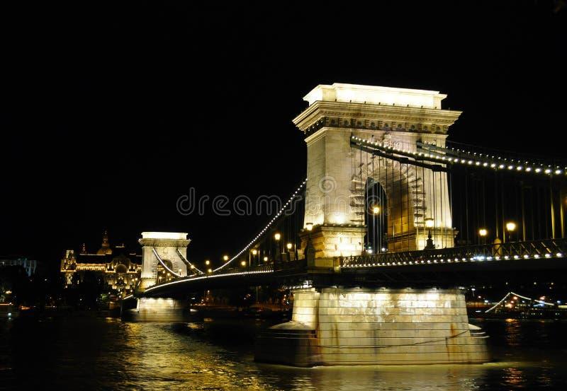 Мост на ноче - Будапешт Széchenyi цепной стоковые фото