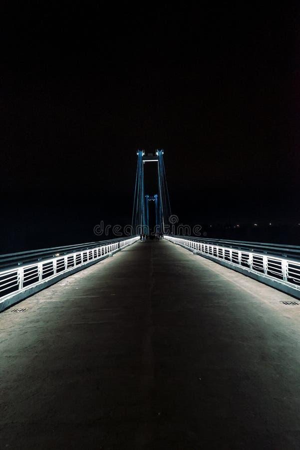 Мост ночи пешеходный стоковая фотография rf