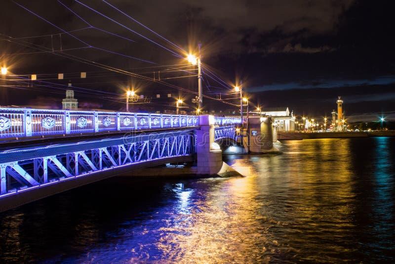 Мост ночи стоковая фотография rf
