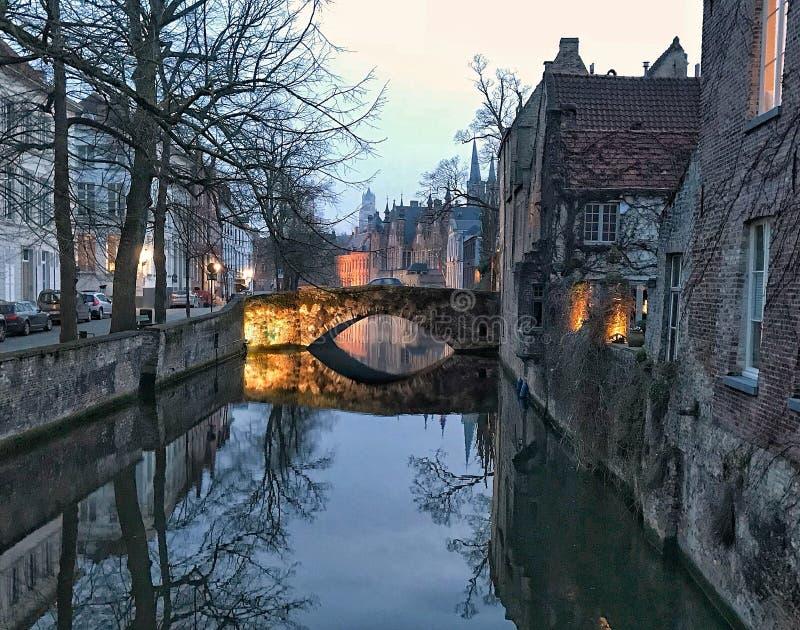 Мост ночи Brugge стоковая фотография rf