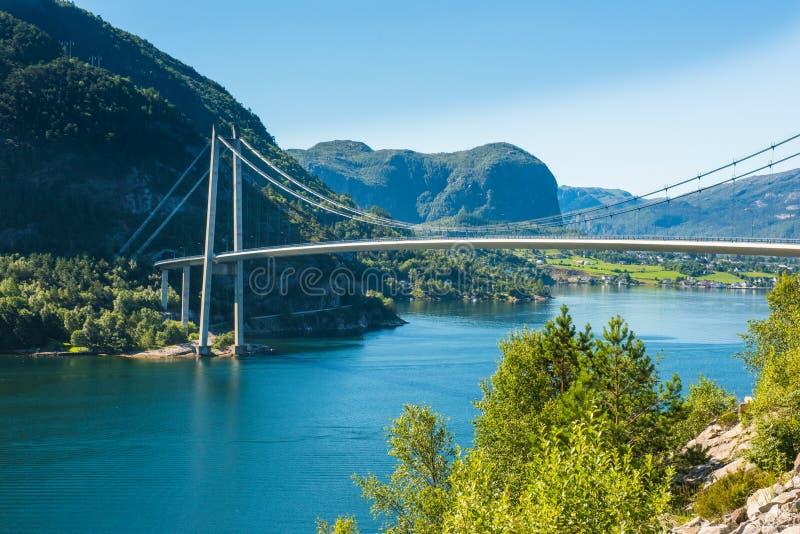 Мост около Forsand, Rogaland Lysefjord, Норвегия стоковые фотографии rf
