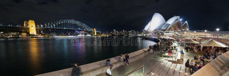 Мост оперного театра и гавани Сиднея на ноче стоковая фотография rf