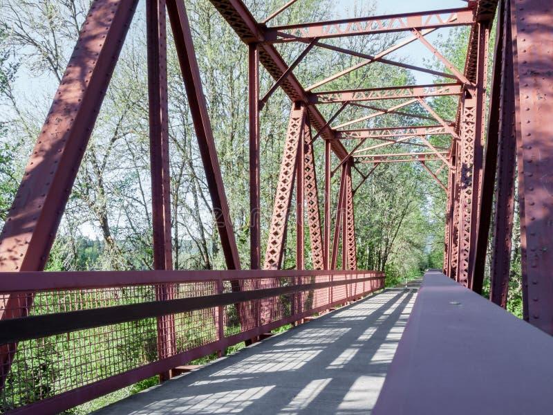 Download Мост дорожки и сделанные по образцу тени 1 Стоковое Фото - изображение насчитывающей пядь, countryside: 81808752