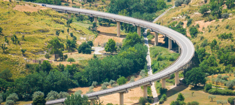мост панорамного взгляда с сериями зеленого цвета стоковые изображения rf