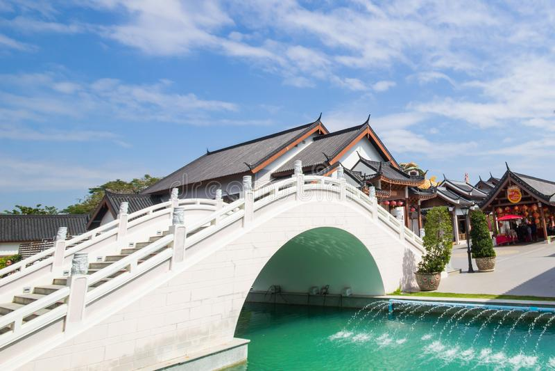 Мост парка Suphan Buri небесного стоковая фотография