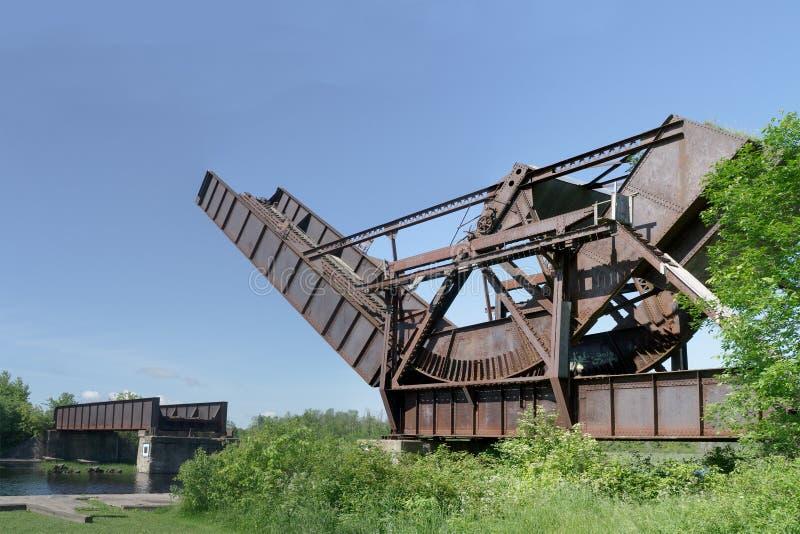 Мост поезда Bascule подъема завальцовки Scherzer стоковое изображение rf