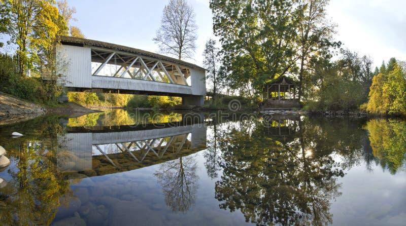 мост покрыл панораму hannah Орегона стоковые изображения rf