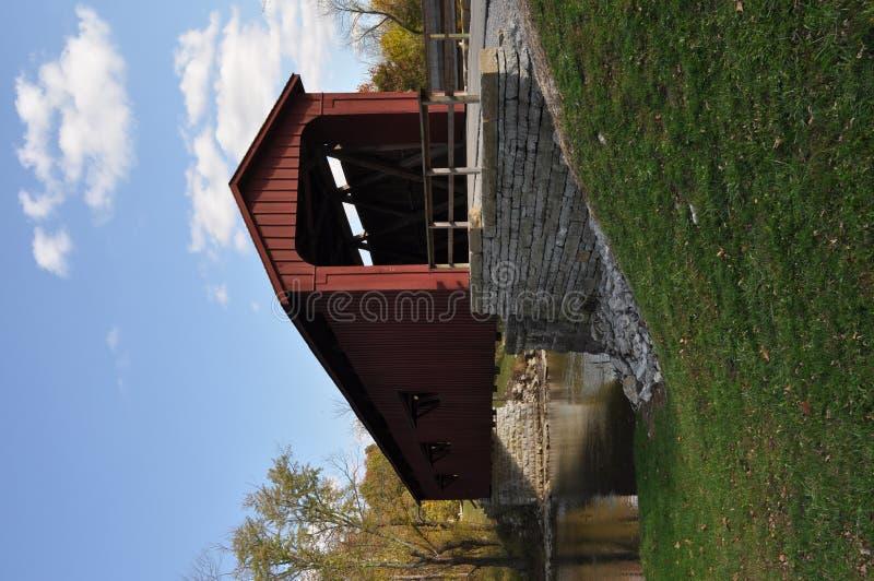 мост покрыл стоковые изображения