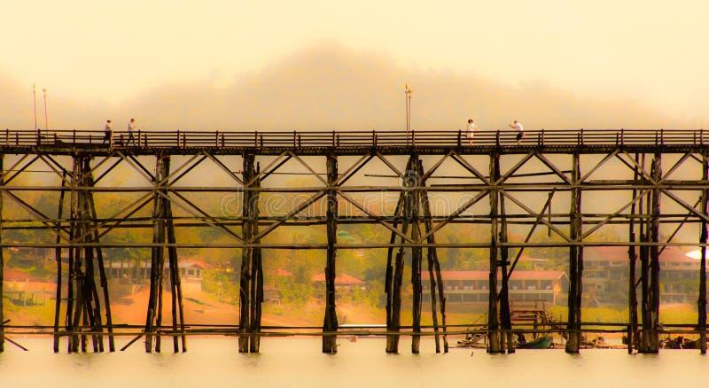 Мост понедельника стоковое изображение rf
