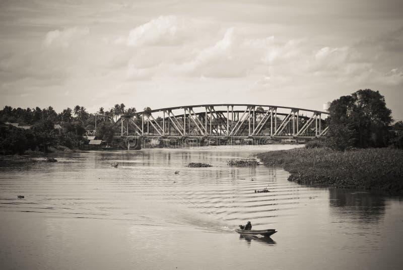 Download Мост поперек стоковое фото. изображение насчитывающей countryside - 33736282