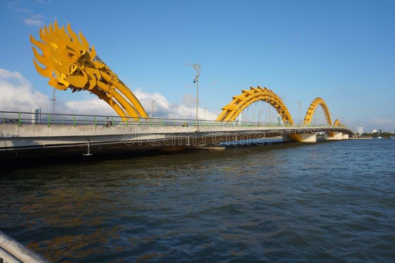 Мост дракона в Вьетнаме стоковые фотографии rf