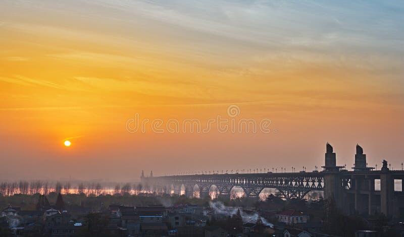 Мост Рекы Янцзы в Нанкине стоковая фотография rf