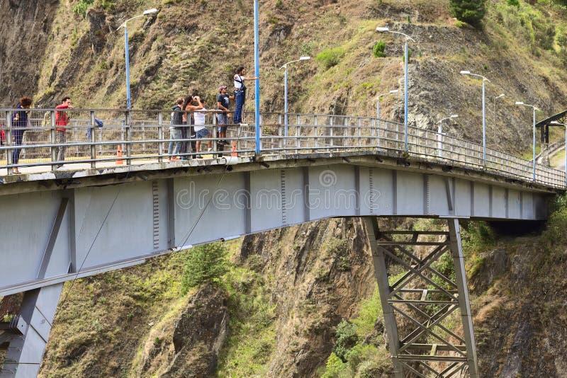 Мост скача в Banos, эквадор стоковая фотография rf