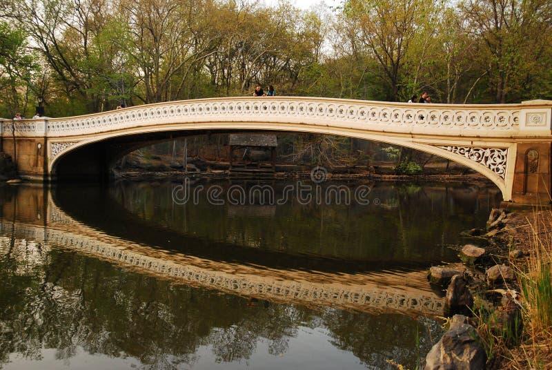 Мост смычка, центральный парк стоковая фотография