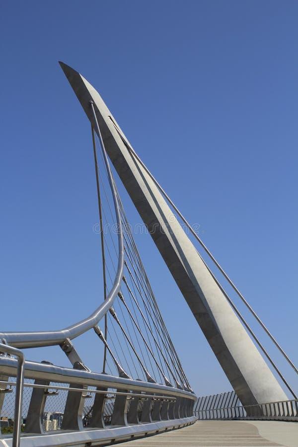 Download Мост современный серебряного металла в Сан-Диего Стоковое Фото - изображение насчитывающей высокоросло, самомоднейше: 33731800