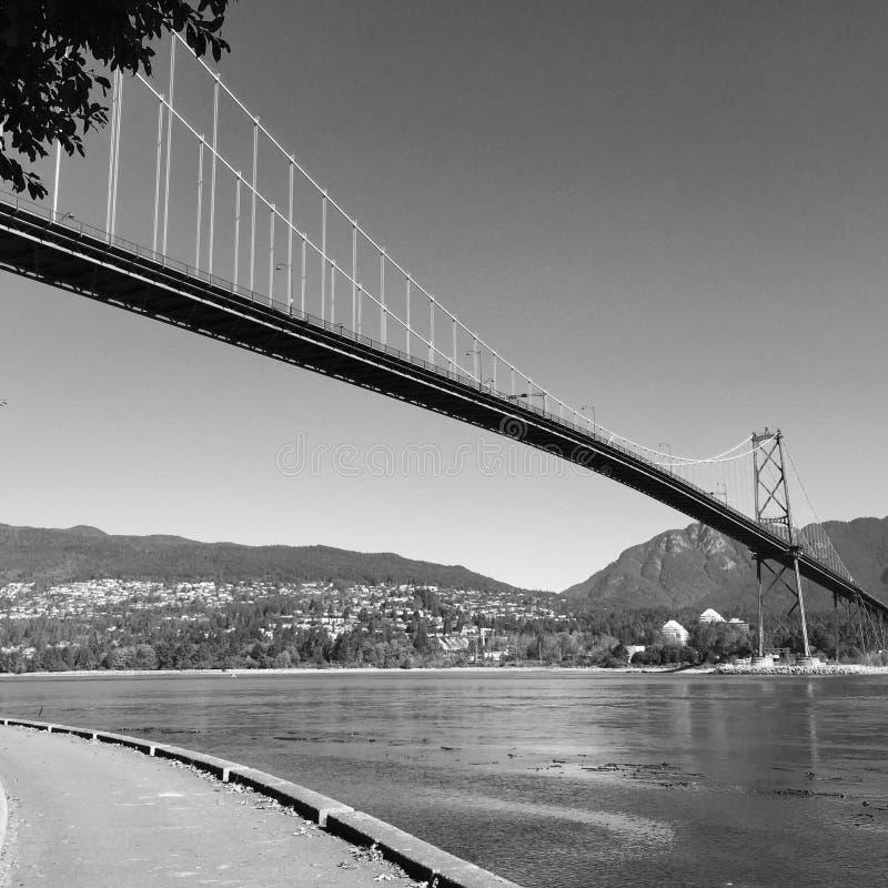 Мост строба львов осмотренный от морской дамбы парка Стэнли стоковое изображение rf