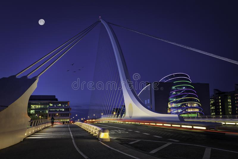 Мост Сэмюэла Беккета над рекой Liffey стоковое фото rf