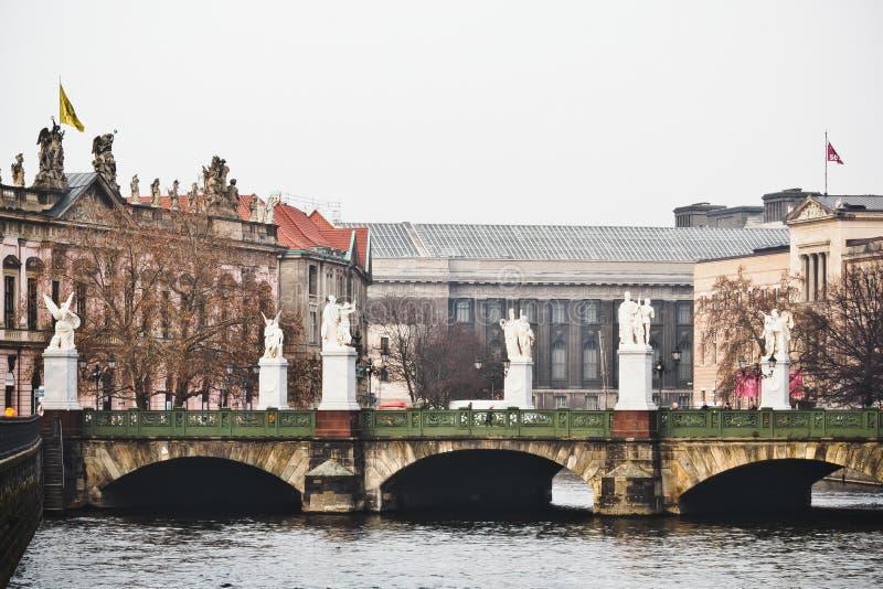 Мост с статуями Анджела в Берлине, Германии стоковая фотография rf