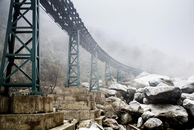 мост тумана утеса стоковые фото