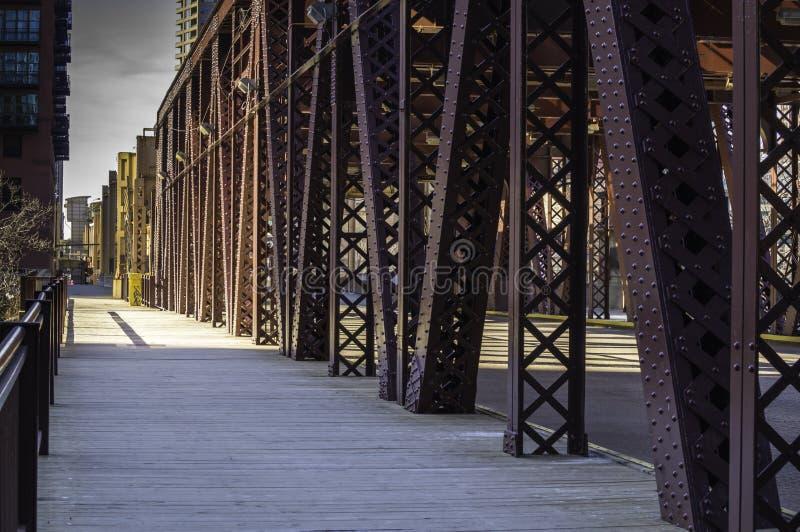 Мост улицы озера стоковые фотографии rf