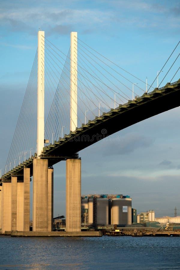 Мост ферзя Элизабета II через реку Темзу на Дартфорде стоковая фотография rf