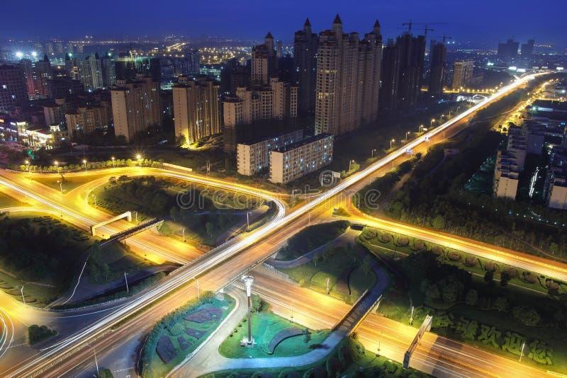 Мост хайвея на ноче стоковые фотографии rf