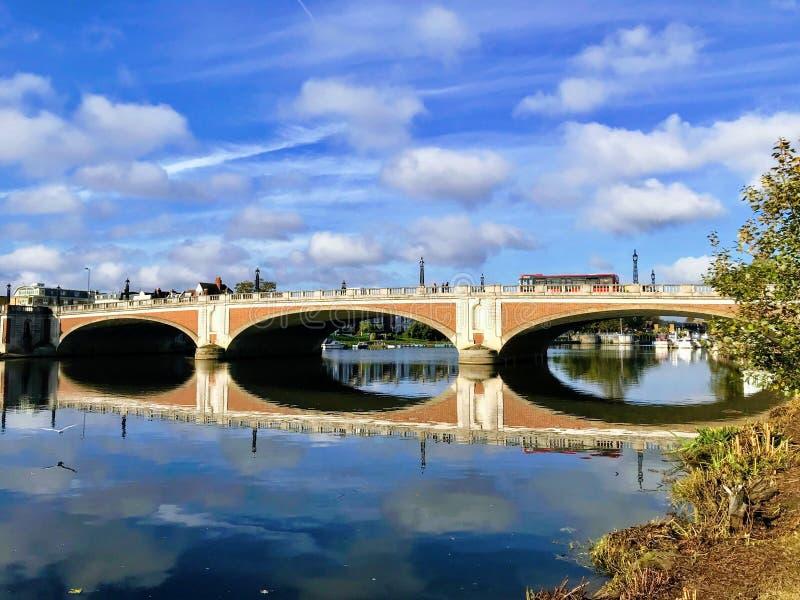 Мост Хэмптон Корта стоковое фото