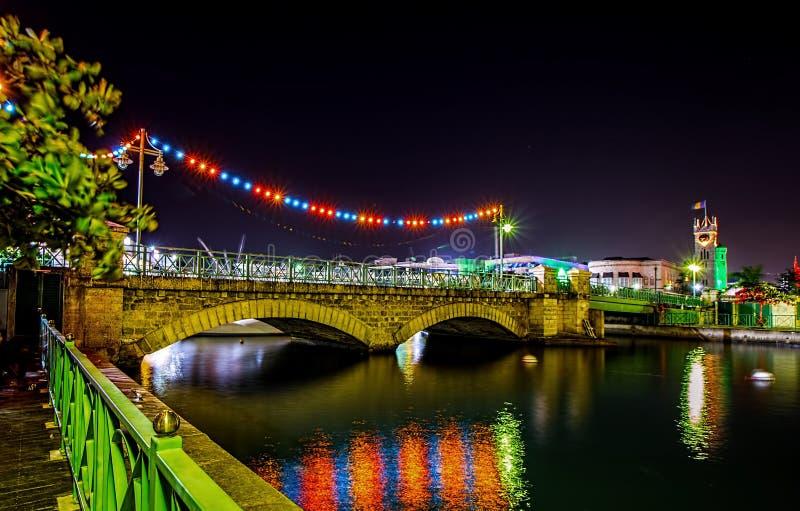 Мост Чарльза Дункана ONeal и здания парламента в Бриджтауне, Барбадос на рождестве стоковое изображение
