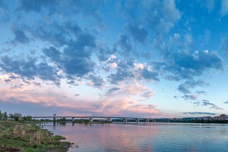 Мост через реку Angara в Иркутске стоковая фотография rf