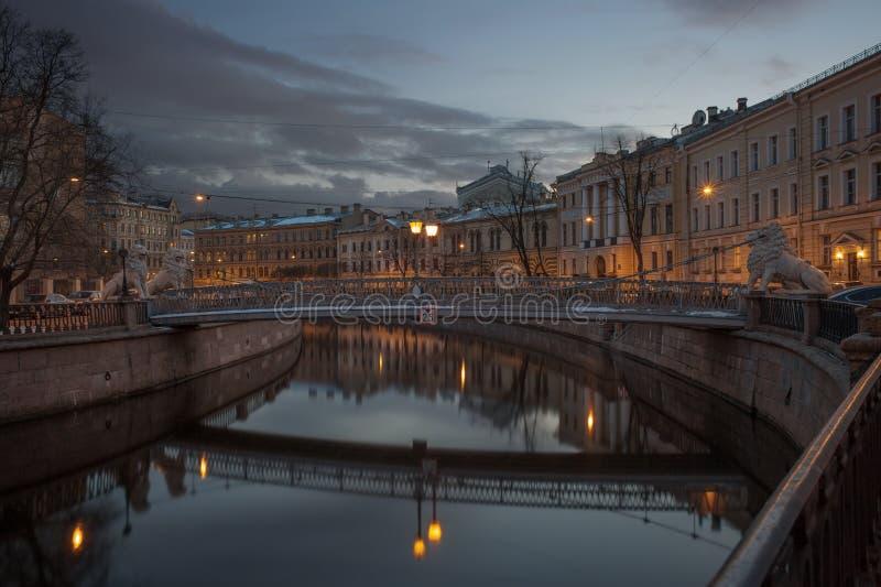 Мост льва в Санкт-Петербурге стоковая фотография rf
