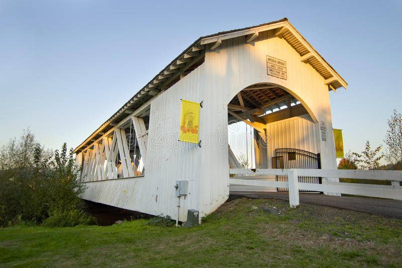мост 2 ames покрыл заводь над weddle стоковая фотография