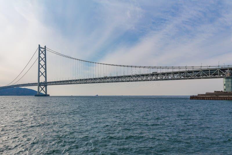 Мост Akashi Kaikyo, самый длинный висячий мост, стоковая фотография rf