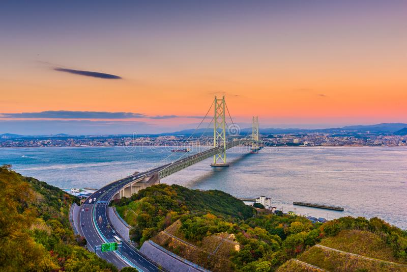 Мост Akashi Kaikyo через море Seto внутреннее, Японию стоковые фотографии rf