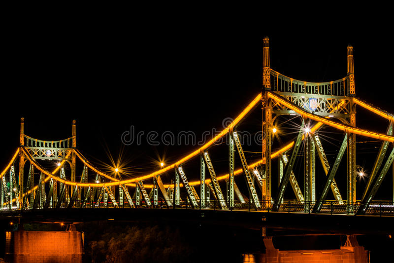 Мост Arad Traian, фото nighttime Румынии стоковая фотография rf