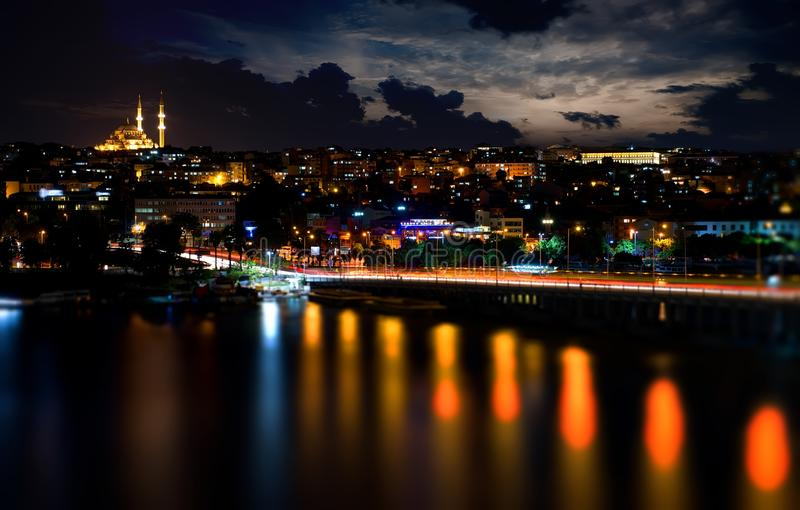 Мост Ataturk на ноче стоковое фото