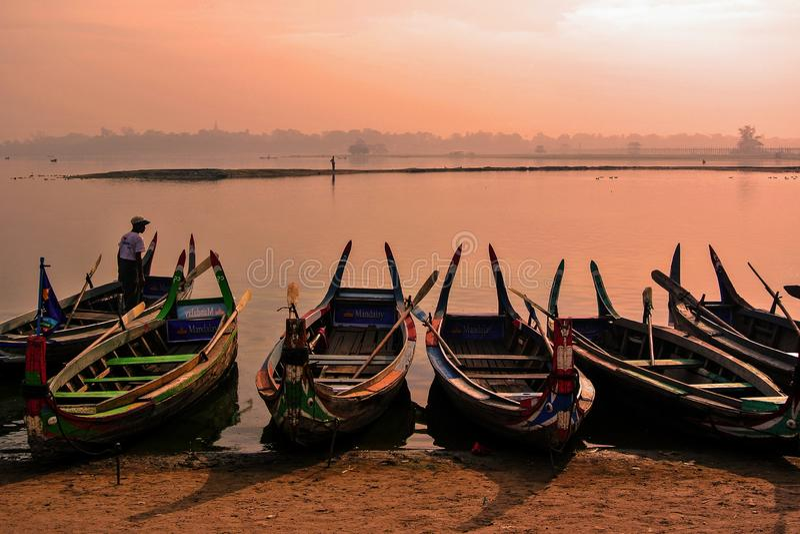 Мост bein u на городе Amarapura, Мандалае, Мьянме стоковое фото
