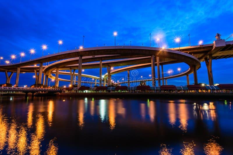 Мост Bhumibol также известный как промышленная кольцевая дорога Bridg стоковое изображение rf