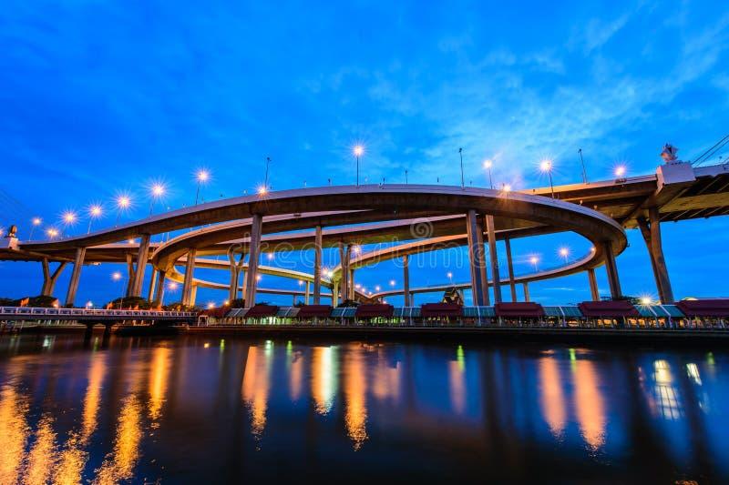 Мост Bhumibol также известный как промышленная кольцевая дорога Bridg стоковая фотография rf