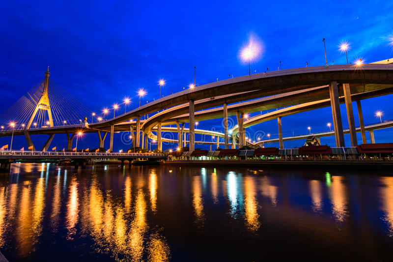 Мост Bhumibol также известный как промышленная кольцевая дорога Bridg стоковое изображение