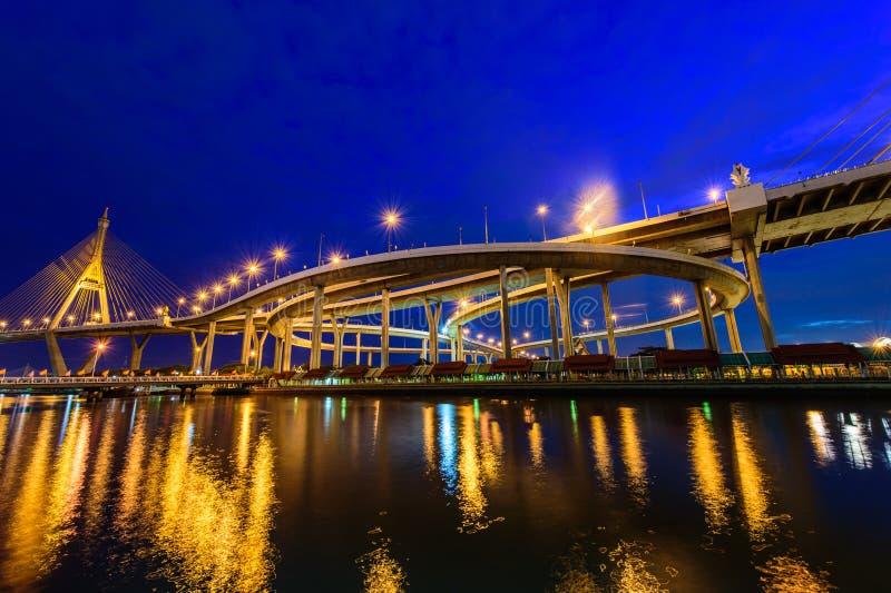 Мост Bhumibol также известный как промышленная кольцевая дорога Bridg стоковые фотографии rf