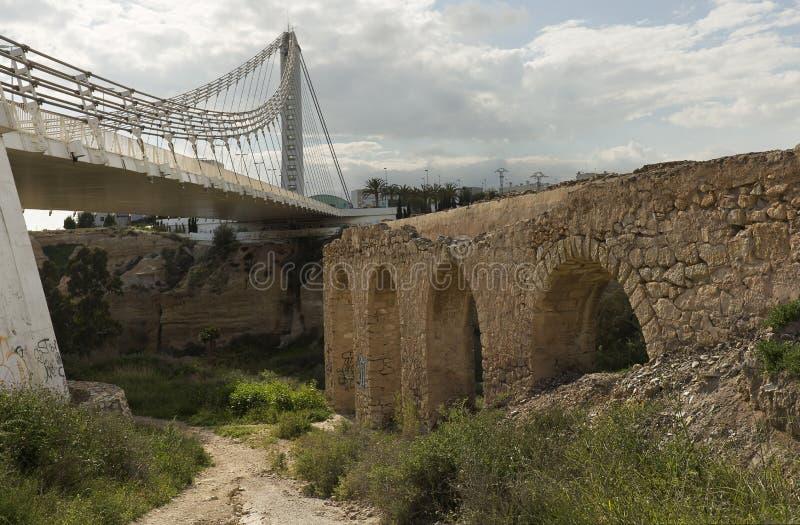 Мост Bimillennial в Elche, Испании стоковые изображения